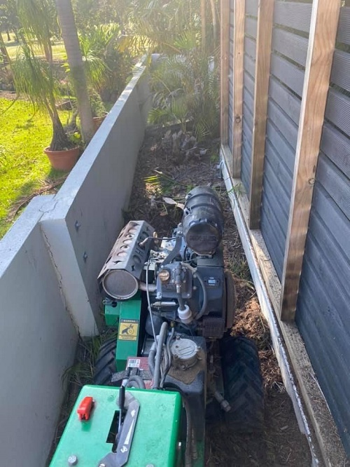 small-stump-grinding-machine-in-a-very-narrow-space-gold-coast-stump-removal